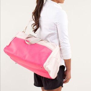 Lululemon on the run duffle gym bag pink parfait